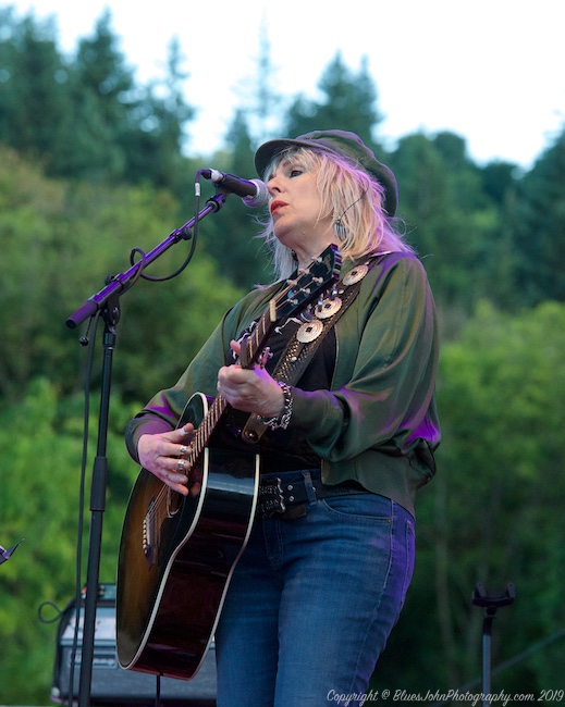 Lucinda Williams, Oregon Zoo Amphitheatre, photo by John Alcala