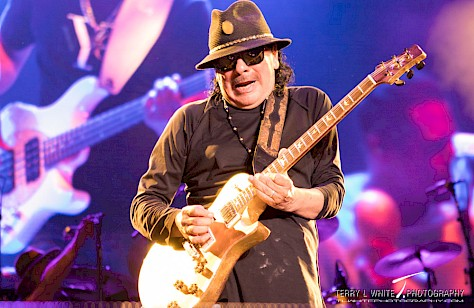 Santana, Sunlight Supply Amphitheater, photo by Terry White