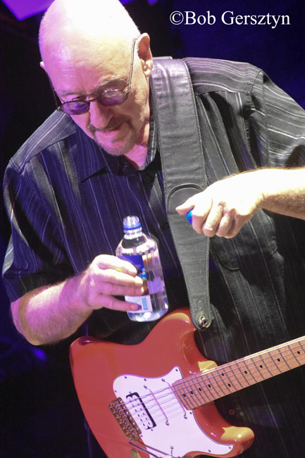Dave Mason, Revolution Hall, photo by Bob Gersztyn