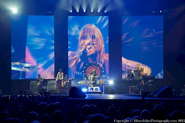 From left to right: Chris Shiflett, Rami Jaffee, Nate Mendel, Dave Grohl, Taylor Hawkins and Pat Smear at the Moda Center on Sept. 14, 2015—click to see a whole gallery of photos by John Alcala