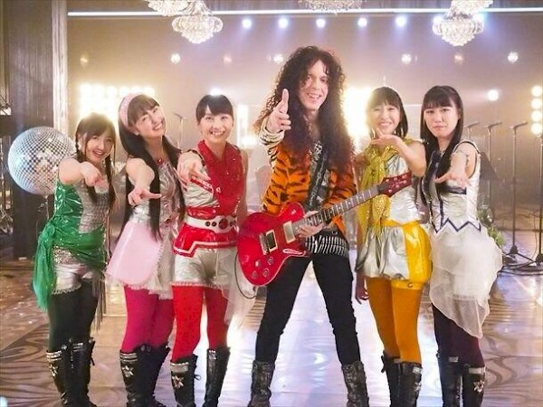 Friedman with J-pop group Momoiro Clover Z