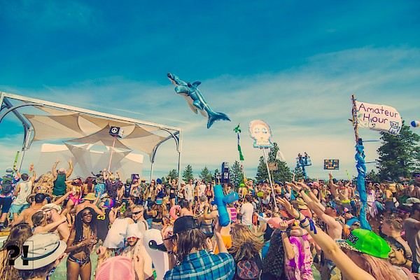 Sunshiny times at the Splash Stage: Photo by Daniel Zetterstrom