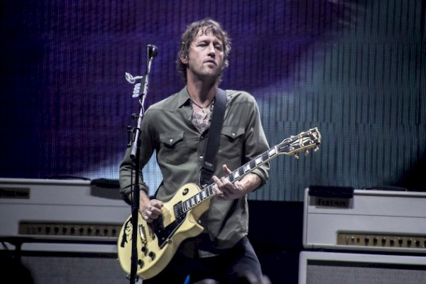 Shiflett with Foo Fighters