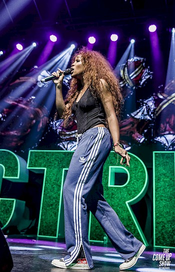 SZA performs on the CTRL tour. Photo by Erin Cazes.