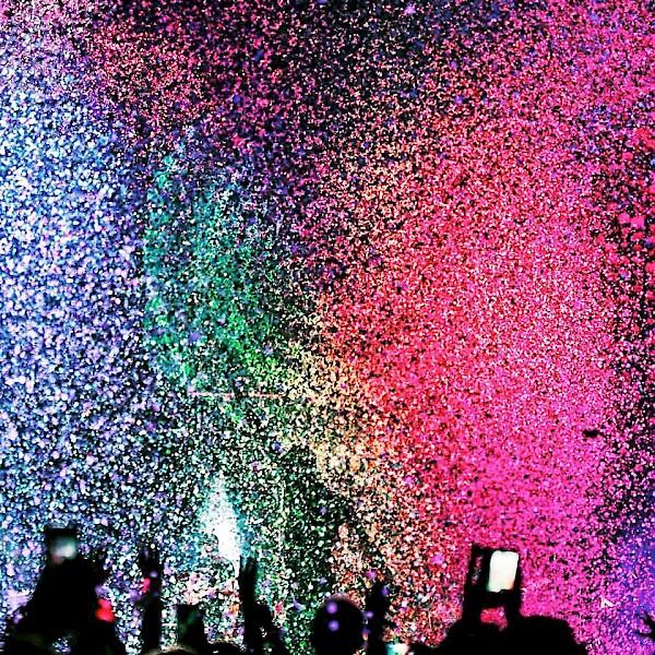 Love In Technicolor Coldplay At The Moda Center Vortex Music Magazine