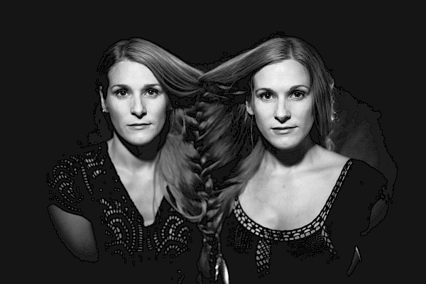 Katelyn and Laurie Shook of Shook Twins: Photo by JessIe McCall