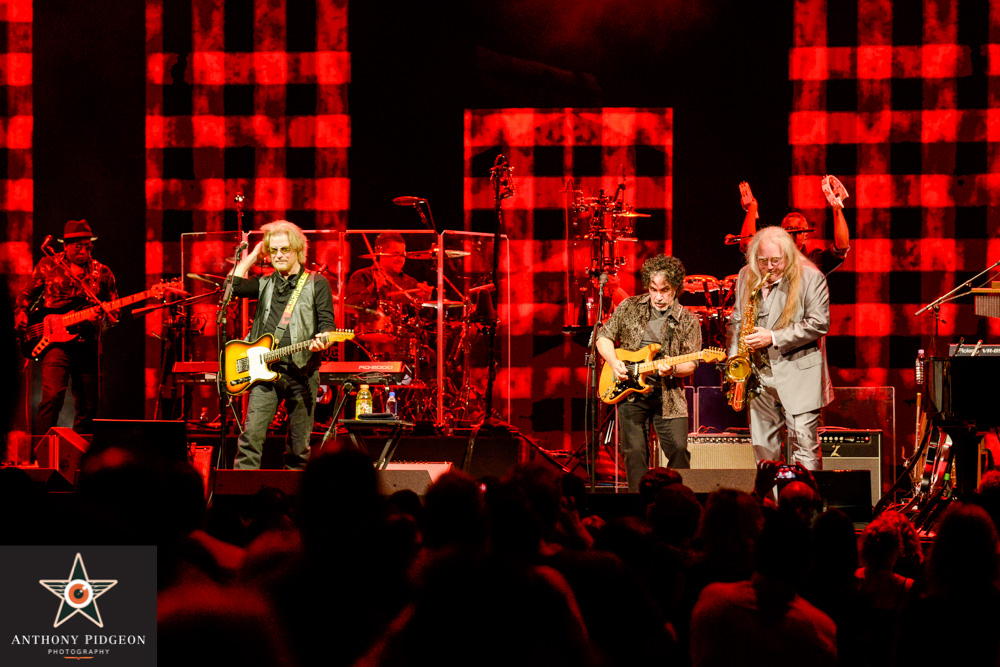 Hall & Oates, Moda Center, Rose Quarter, photo by Anthony Pidgeon