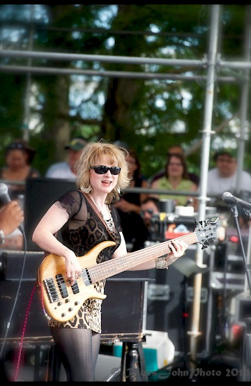 Lisa Mann at the 2014 Watefront Blues Festival—click to see a whole gallery of photos by John Alcala