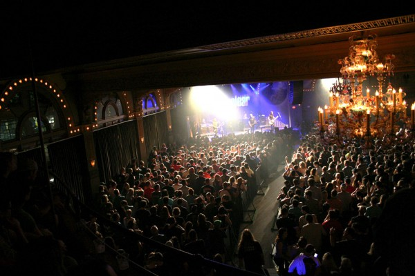 The sold-out Crystal crowd for the 2014 Summerland Tour.