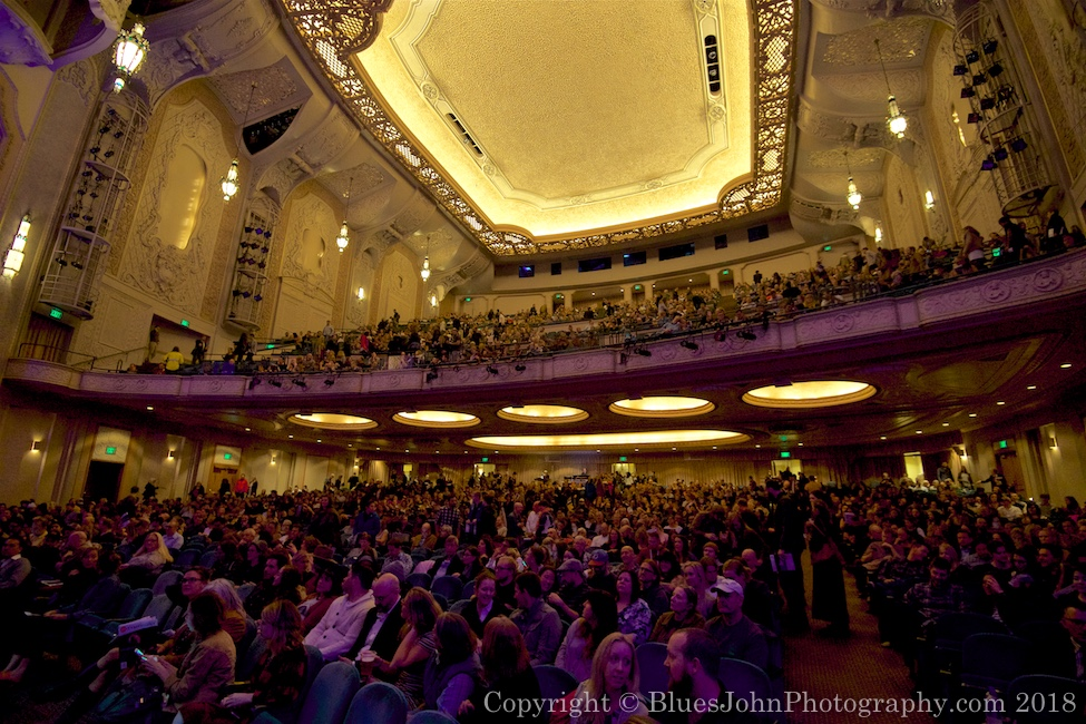 Photos Of Gregory Alan Isakov With The Oregon Symphony At Arlene - Schnitzer auditorium